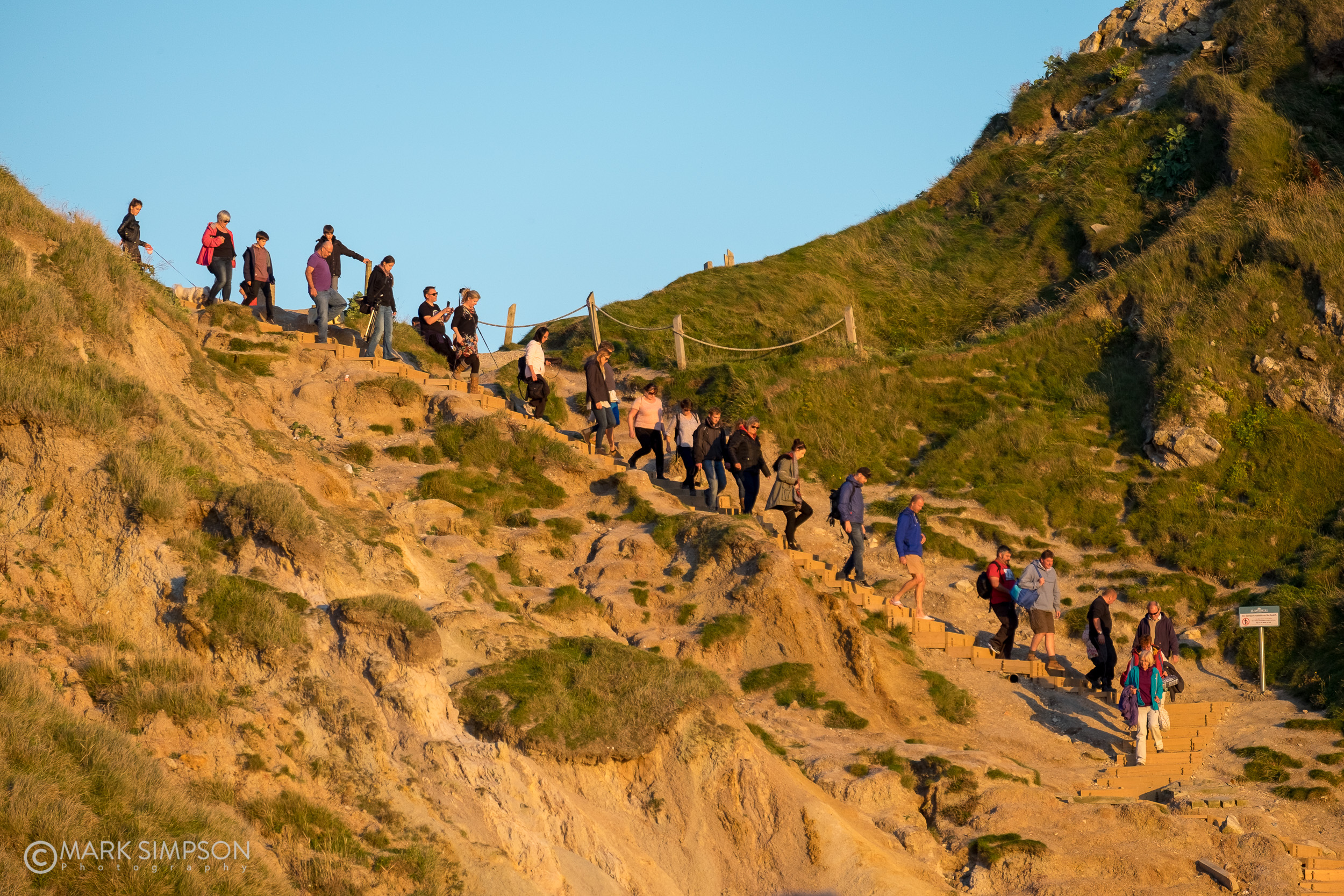 A busy evening at Durdle Door, Dorset (Fujifilm X-T1, Fujinon XF 55-200mm F3.5-4.8 R LM OIS at 135mm, 1/640 sec f4.4, ISO200)