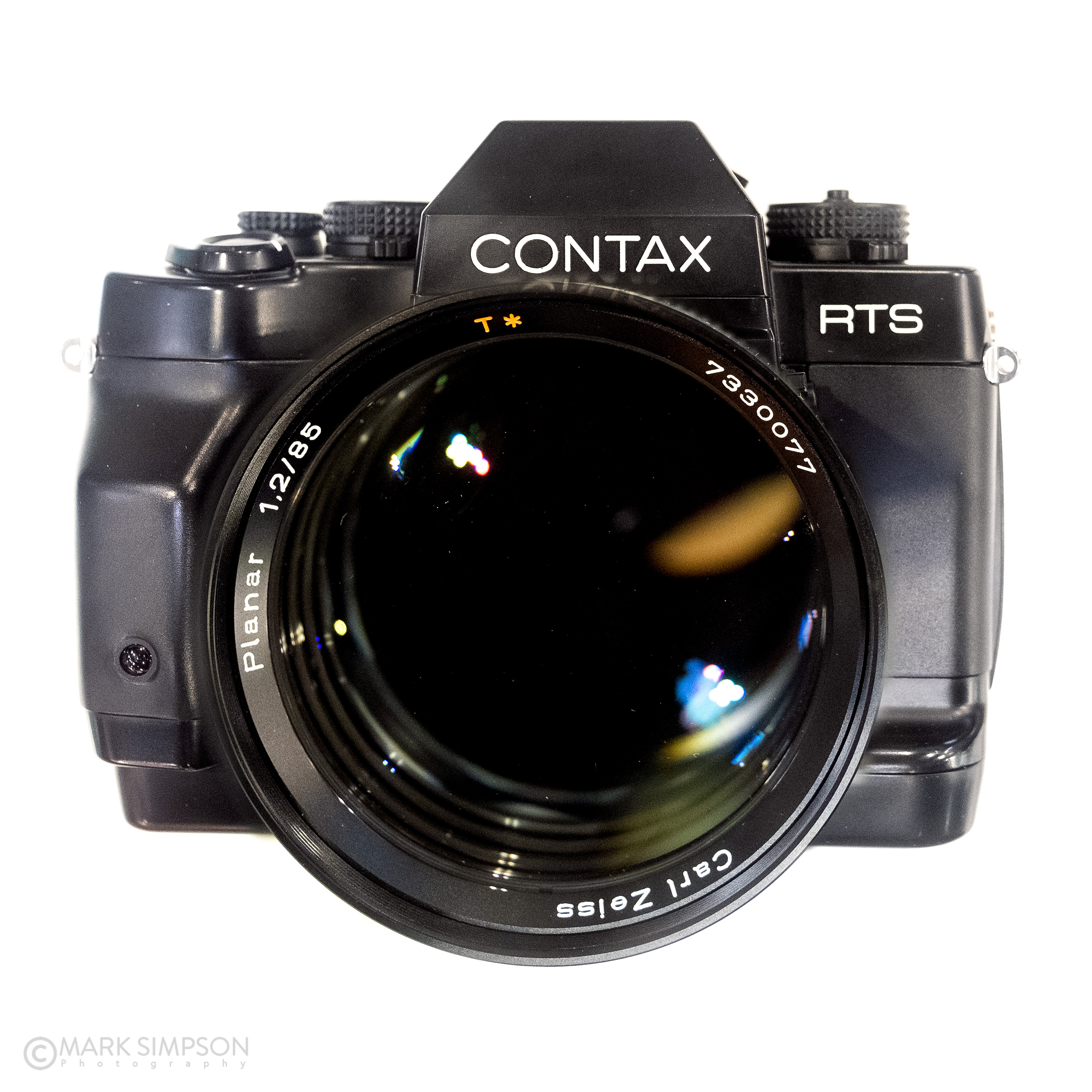 A beauty of a CONTAX RTS III and a holy grail Carl Zeiss Planar 85mm F/1.2 60 years (very) limited edition on the Zeiss stand. (FujiFilm X-T2, Fujinon XF16-55mmF2.8 R LM WR)