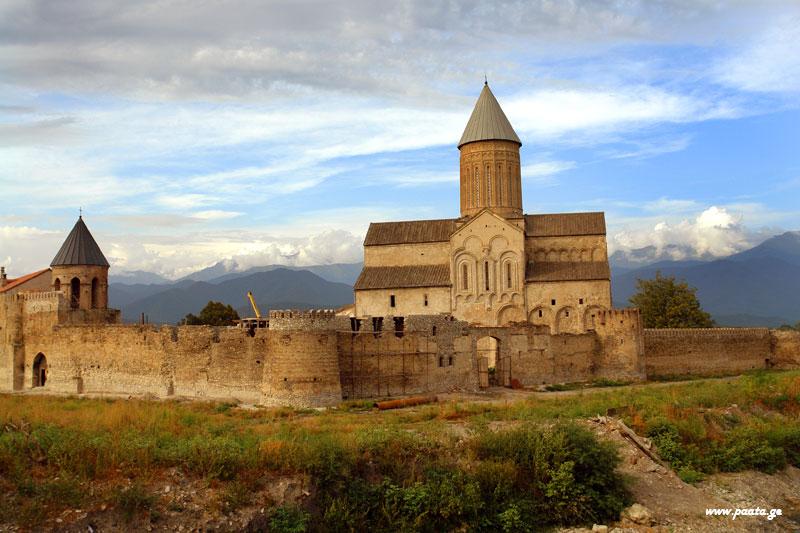 Alaverdi_monastery_in_Kakheti,_Georgia_(3).jpg