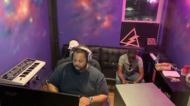 Recording Session w/  @p.3iddy  @selfmade_freshlucas @iamrekadon on the boards. Booking@vibehouse405.com  #VibeHouse405 🦅⚡️ Home of the Creative Rebels. #vibehouse405 #music #studio #hiphop #studioflow #producer #artist #songwriter #recording #Billboard #SESAC #ASCAP #BMI #rock #soul #reggae #dance #edm #trap #country #media #video #photography #vocals #engineer #art #positivevibes