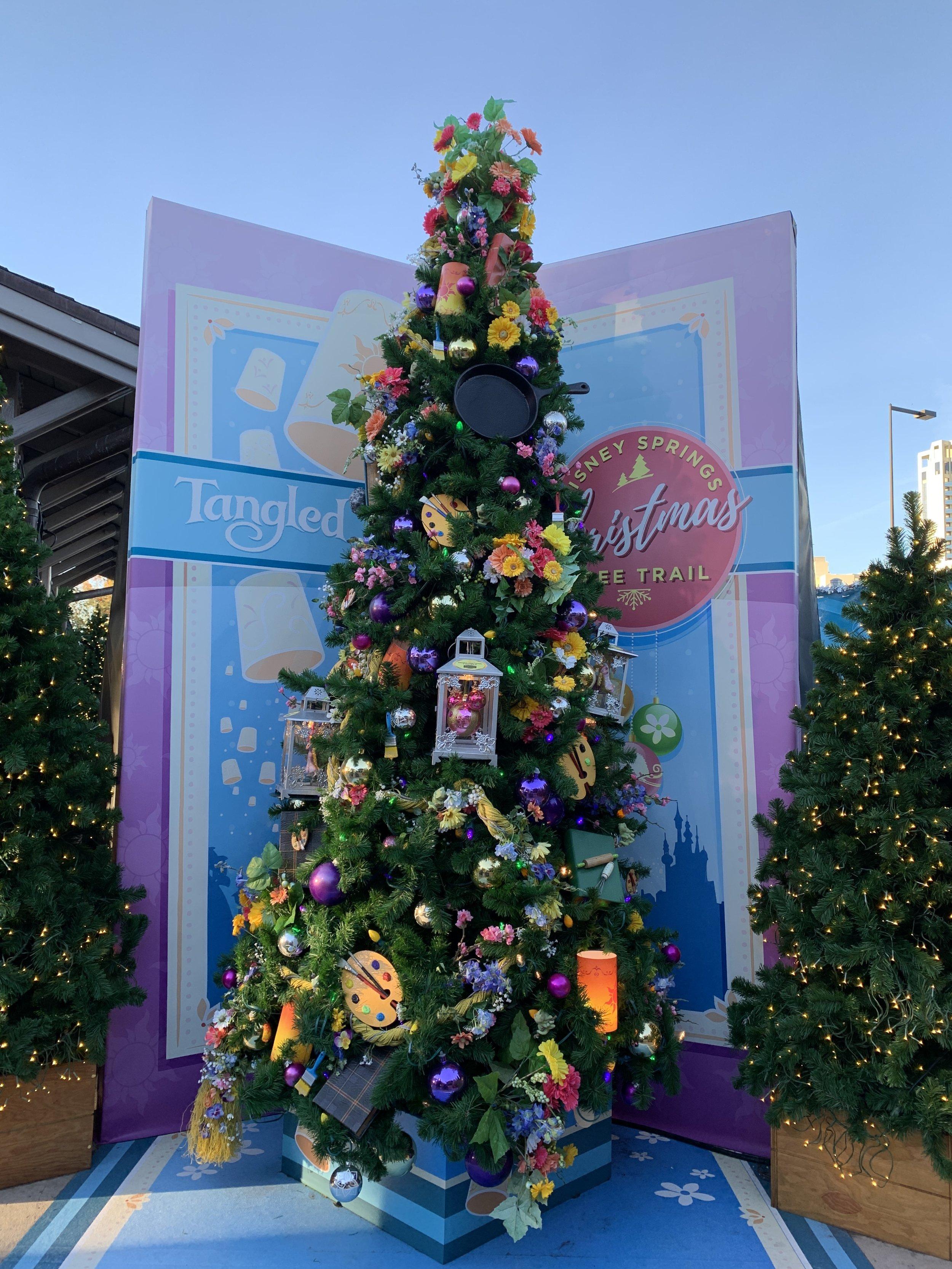 Tangled Christmas Tree. The cast iron skillet is genius!