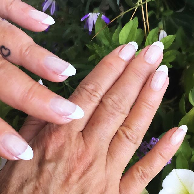 A top favourite, the French manicure! Get this look with your bio gel set or on your natural nails, the choice is yours! Whether you want the classic French manicure look or the French ombré, we got you girl! Book your appointment today! ✨ . . . #frenchnails #frenchmanicure #biogelnails #nailstagram #nailsofinstagram #nailsonfleek #nails2inspire #classicnails #oakville #oakvillesalon #oakvillenails #nails #nailspiration #manicure #obsessed