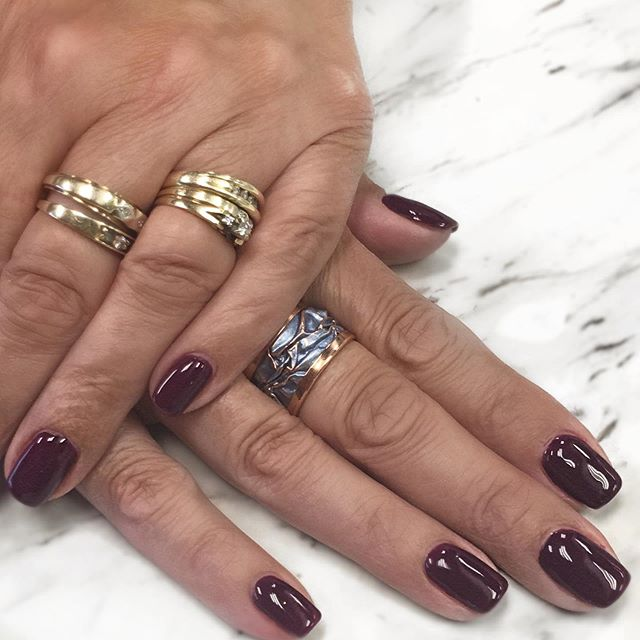 Sweater weather, crunchy leaves and your blood type: pumpkin spice 🍁 that's right, giving them pumpkin to talk about with this deep burgundy shade ✨ . . #pumpkinspiceeverything #burgundynails #biogelnails #manicure #nailsofinstagram #nails #nailsonfleek #fallcolours #autumn #pumpkinspice #oakvillenails #oakvillenailsalon #oakville #perfectmanicure #nails2inspire