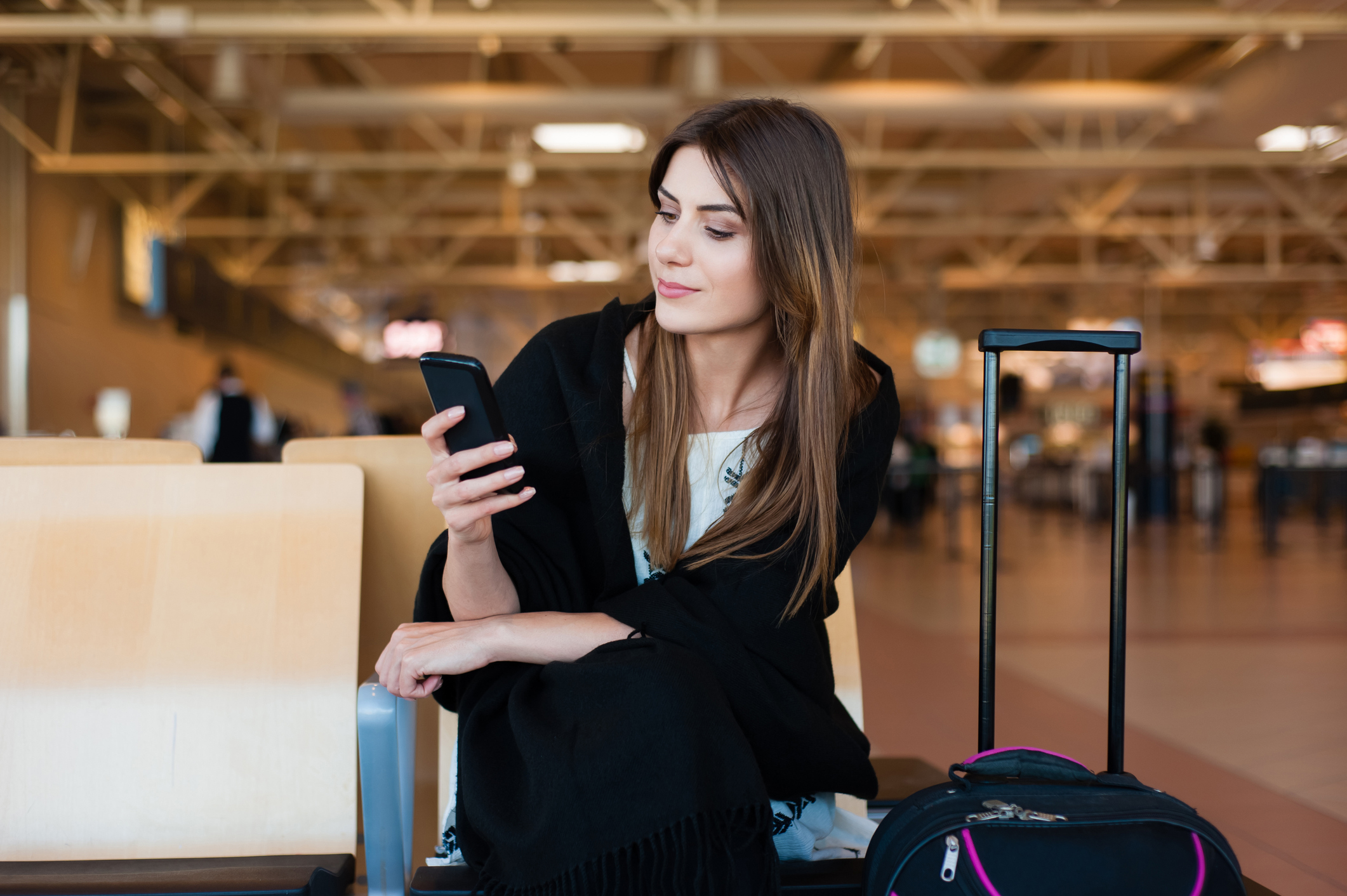 woman wearing black cashmere travel sweater at airport