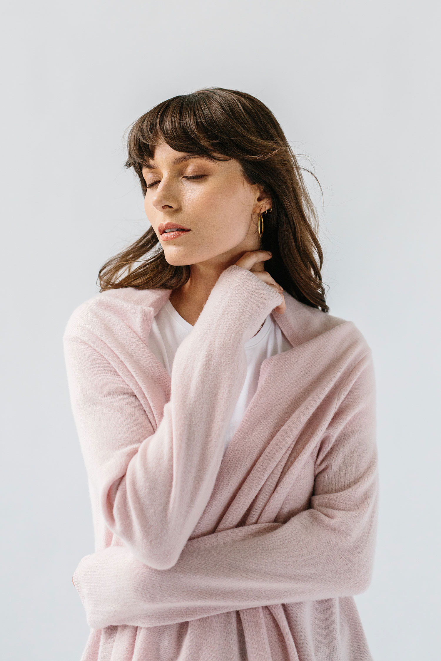 woman wearing light pink cashmere wrap sweater