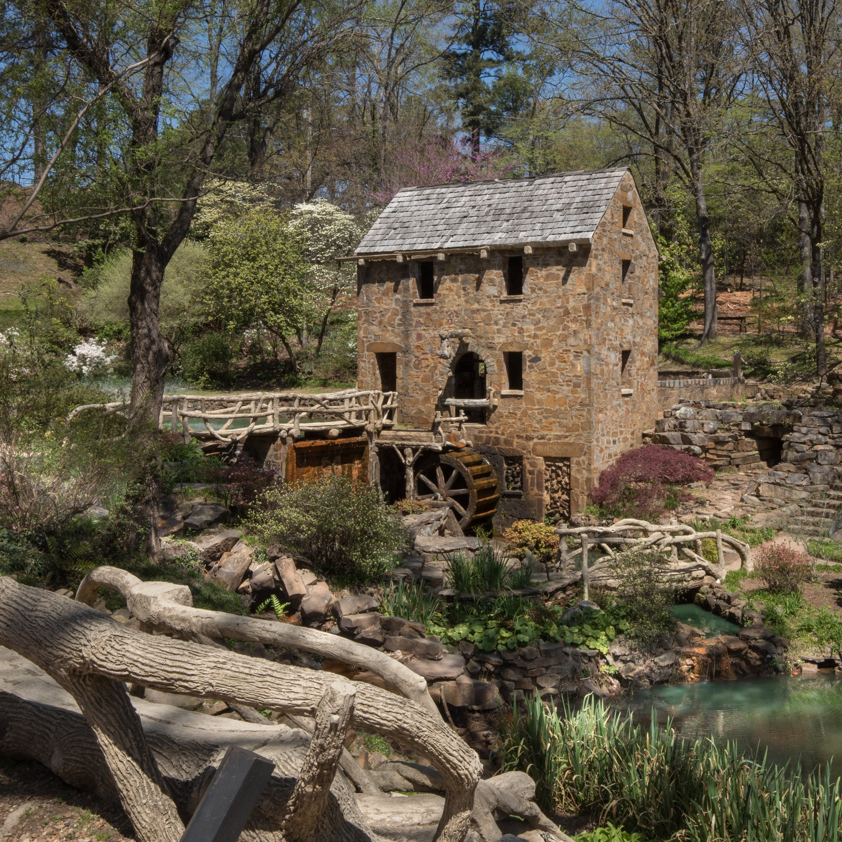 Hotel_Near_Old_Mill_North_Little_Rock_Central_Arkansas.jpg