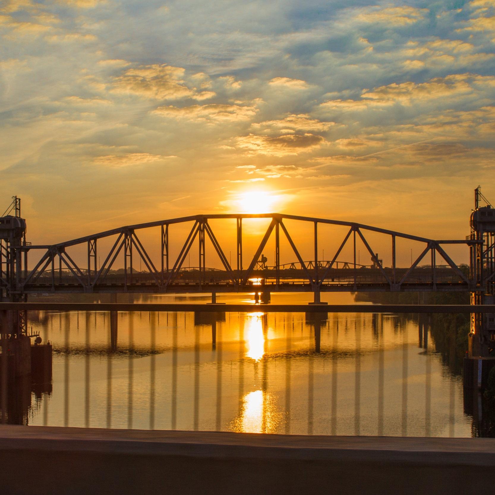 Little_Rock_Bridge_Arkansas.jpg
