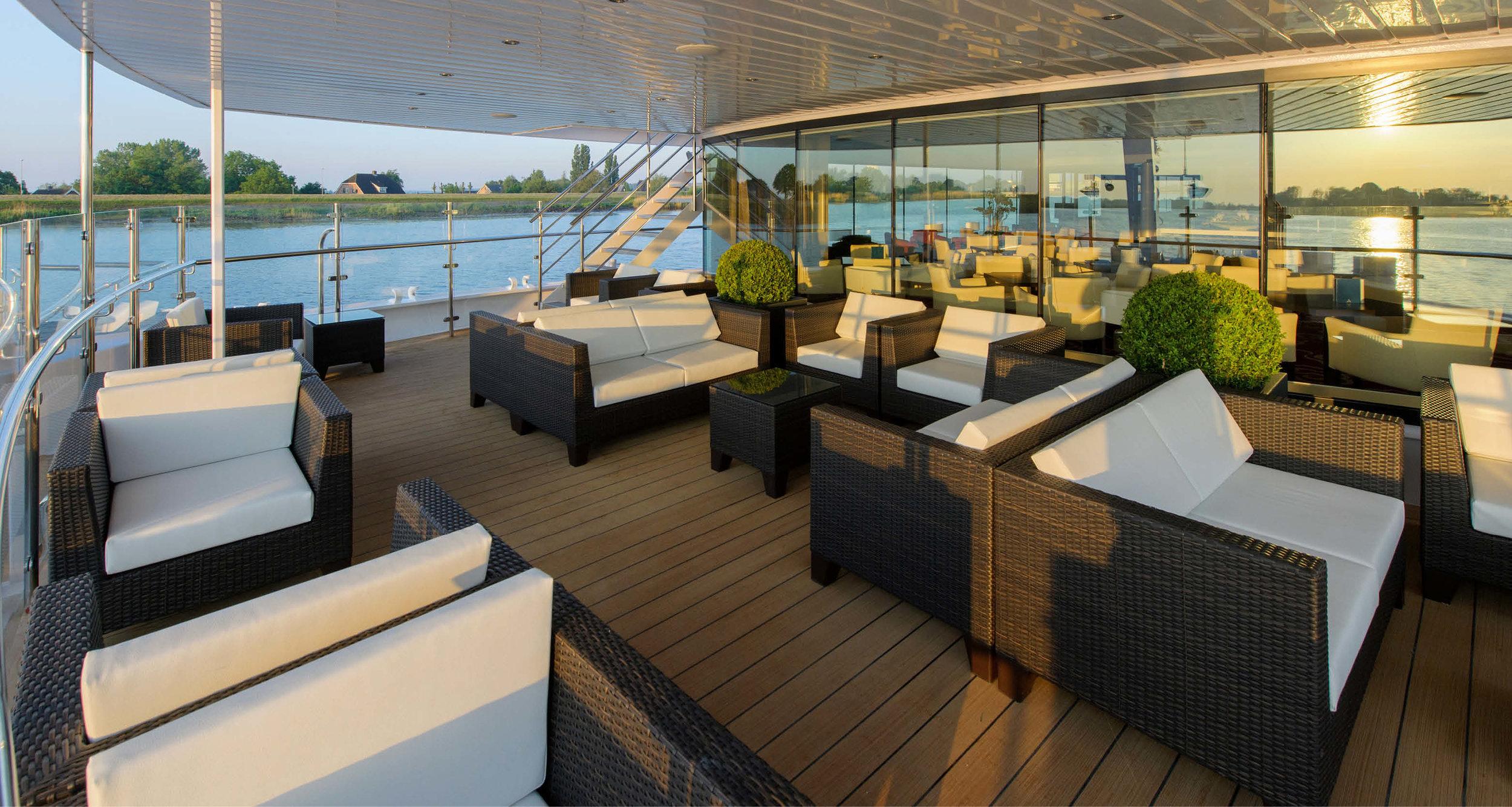 Dream-Maker-Travel-Ship-Avalon-Tranquility-II-Lounge.jpg