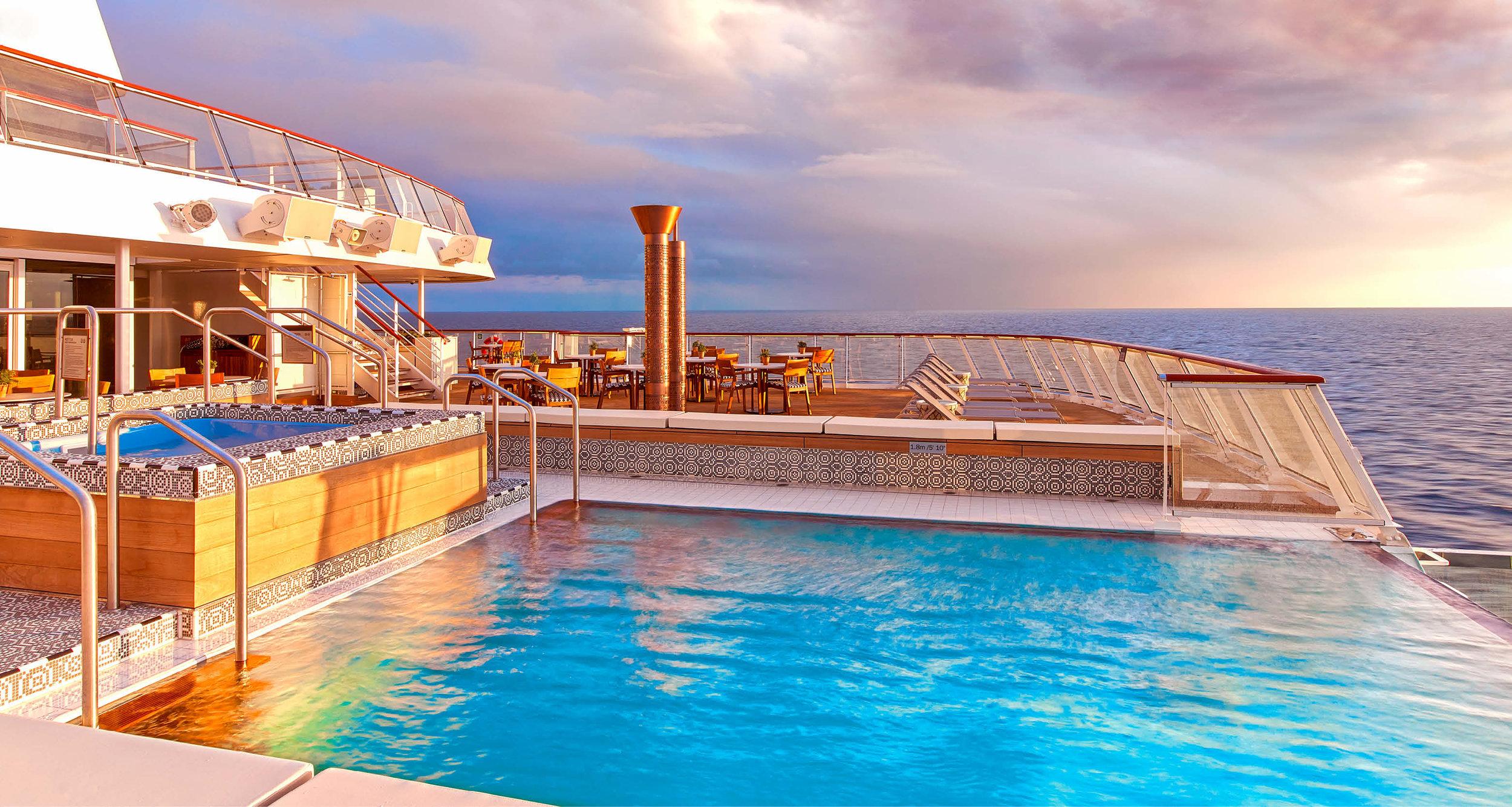 Dream-Maker-Travel-Ship-Viking-Sky-Infinity-Pool.jpg
