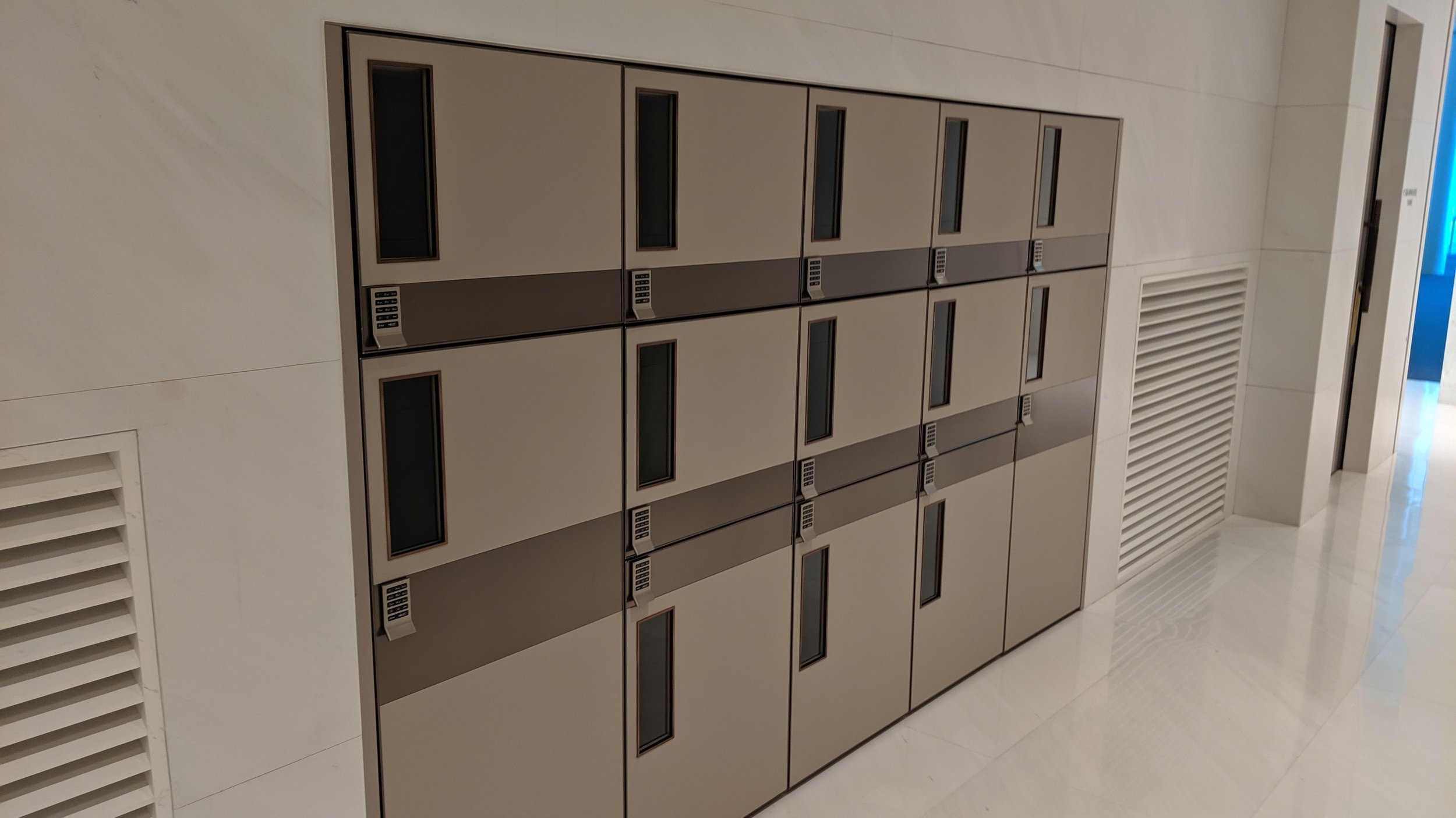 KAL-First-Class-Lounge-ICN-Lockers.jpg