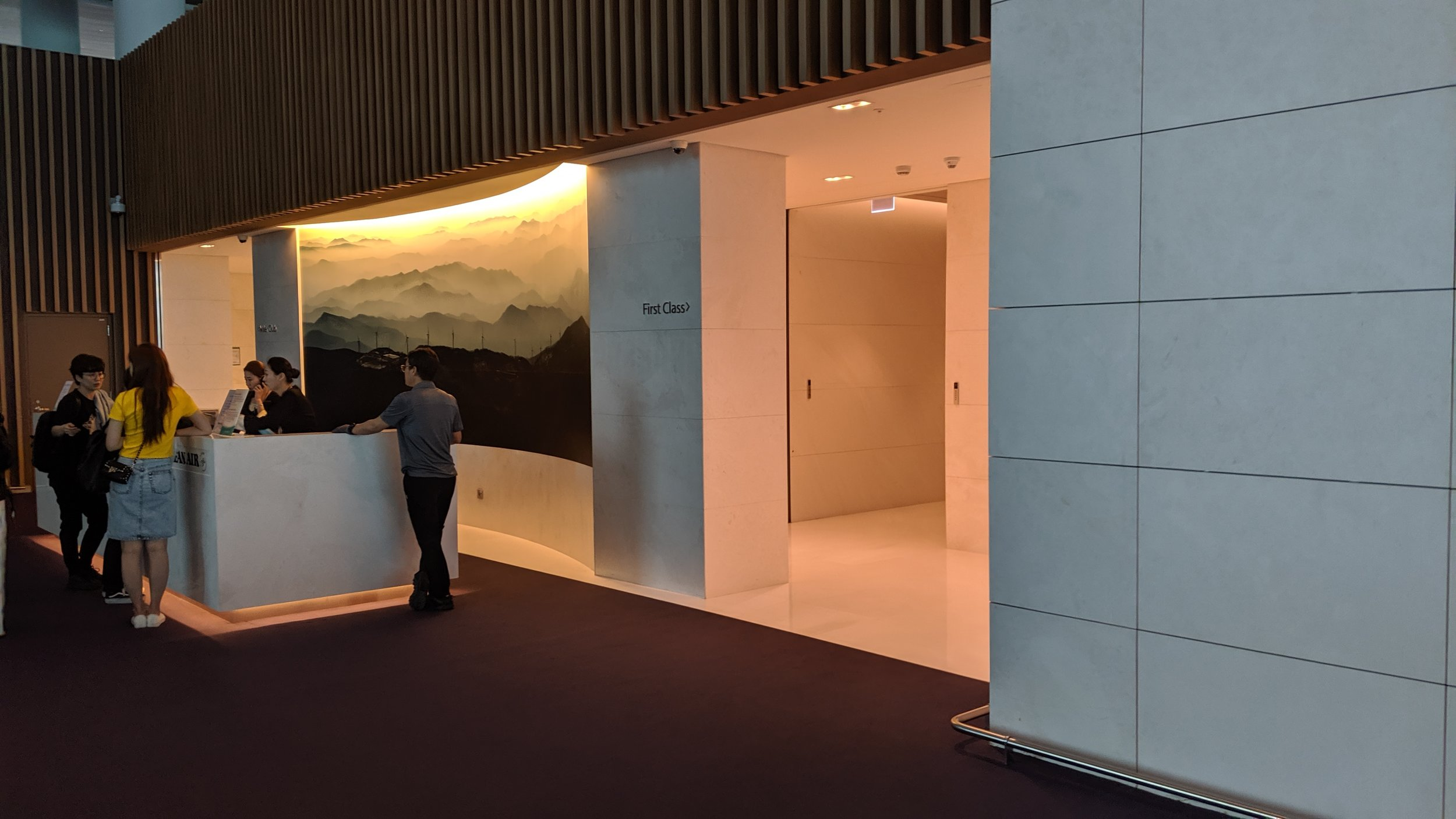 KAL-First-Class-Lounge-ICN-Entrance.jpg