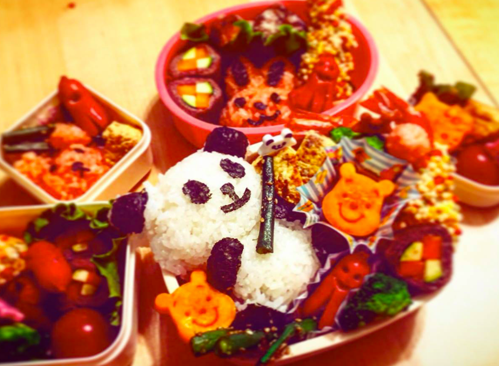 Bento Making お弁当づくり - There is no right or wrong for making bento. We'll prepare plenty of useful bento kit. Be creative as you can be! We can go picnic if the weather is nice!お弁当便利グッズを使って素敵なお弁当を作りましょう。天気が良かったら、できたお弁当を持ってみんなでピクニックへ出かけても。