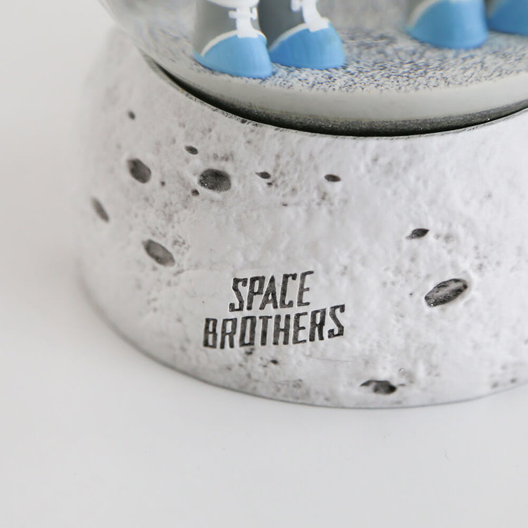 『SPACE BROTHERS』のロゴをあしらいました。