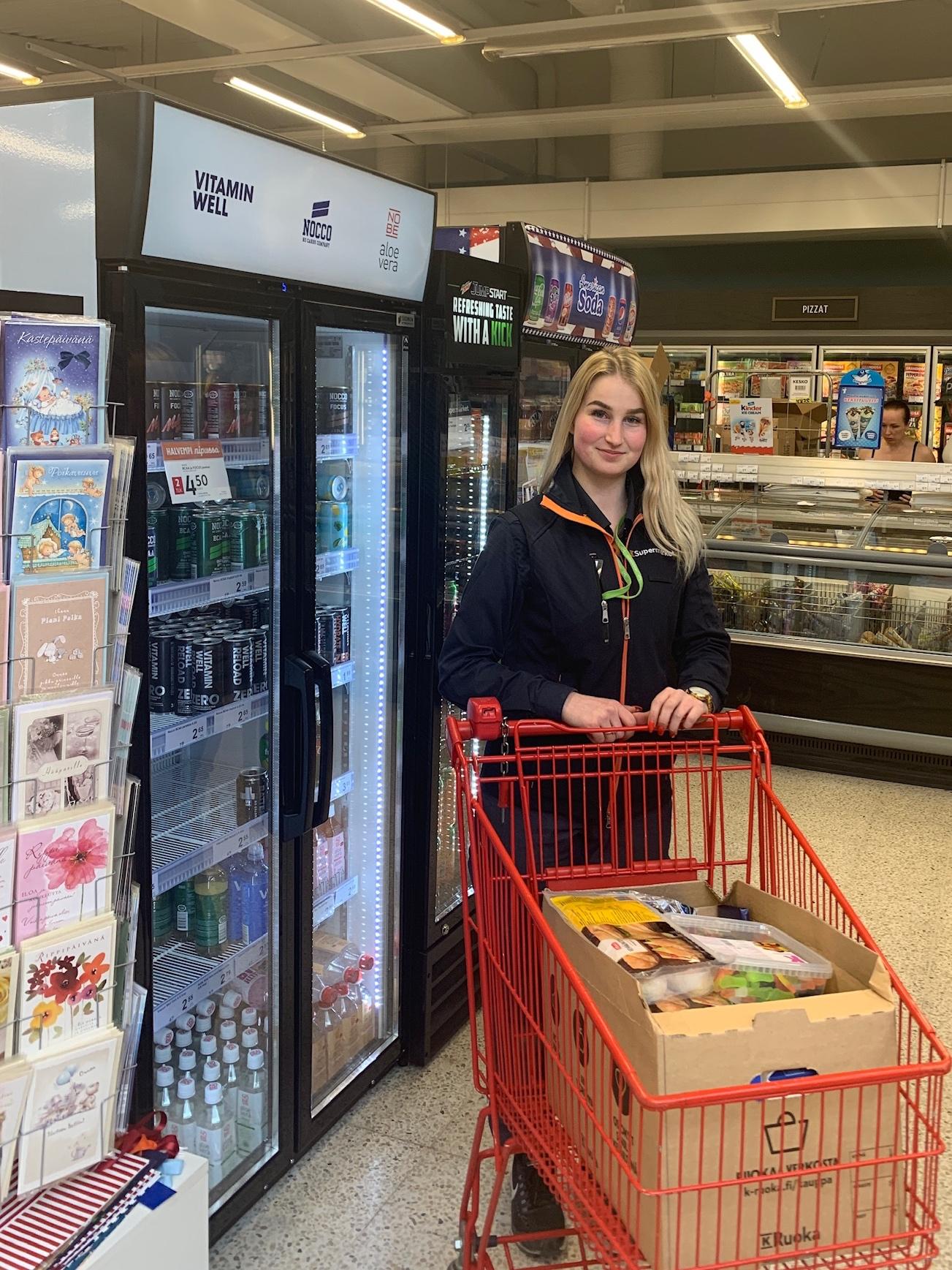 Haimme laatikollisen K-Supermarket Vieremän lahjoittamia aamu-ilta- ja välipaloja Villa fasaaniin odottamaan perhettä.