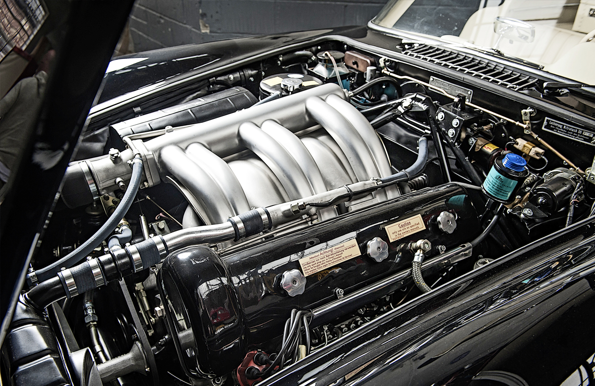 Straight-six engine comes from the 300 saloon, canted over to fit inside a sports car engine bay and brought to life with mechanical fuel injection. It's an inherently tough motor