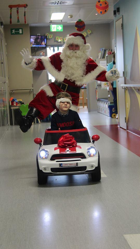 Vlaamse-Kinderliga-Kerstman-Jan-Ypermanziekenhuis-te-Ieper-1.jpg