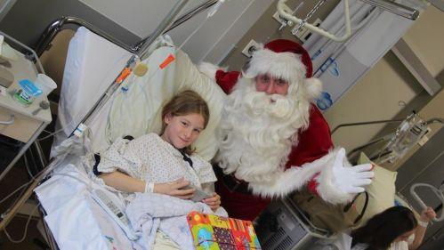 Vlaamse-Kinderliga-Kerstman-Jan-Ypermanziekenhuis-te-Ieper-6.jpg