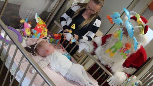 Vlaamse-Kinderliga-Kerstman-Jan-Ypermanziekenhuis-te-Ieper-49.jpg
