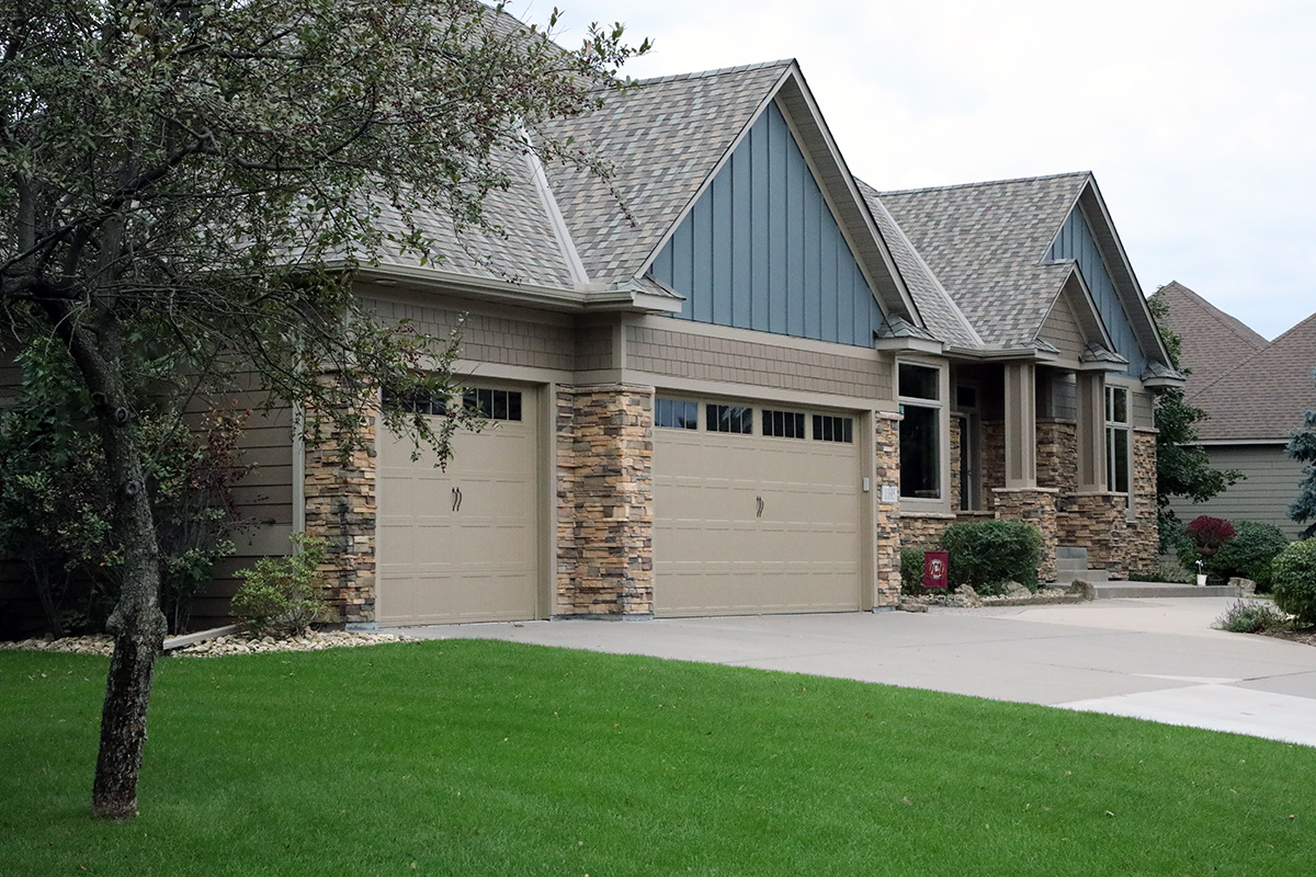 Exterior Home Remodeling Benefits - Owning a home is a big responsibility, not just physically but also financially. It doesn't pay to spend money on a quick fix that will only cause more hassle down the road. Your home is a long term investment, treat it like one, so that you're able to recoup your financial investment on a short term and long term basis. The most valuable type of home remodeling services are Exterior Remodeling Services. They will pay you back with lower monthly utility bills, less maintenance, better overall protection from Minnesota's harsh and unpredictable climate and they're also a great selling point adding curb appeal, as well as added value to your home.