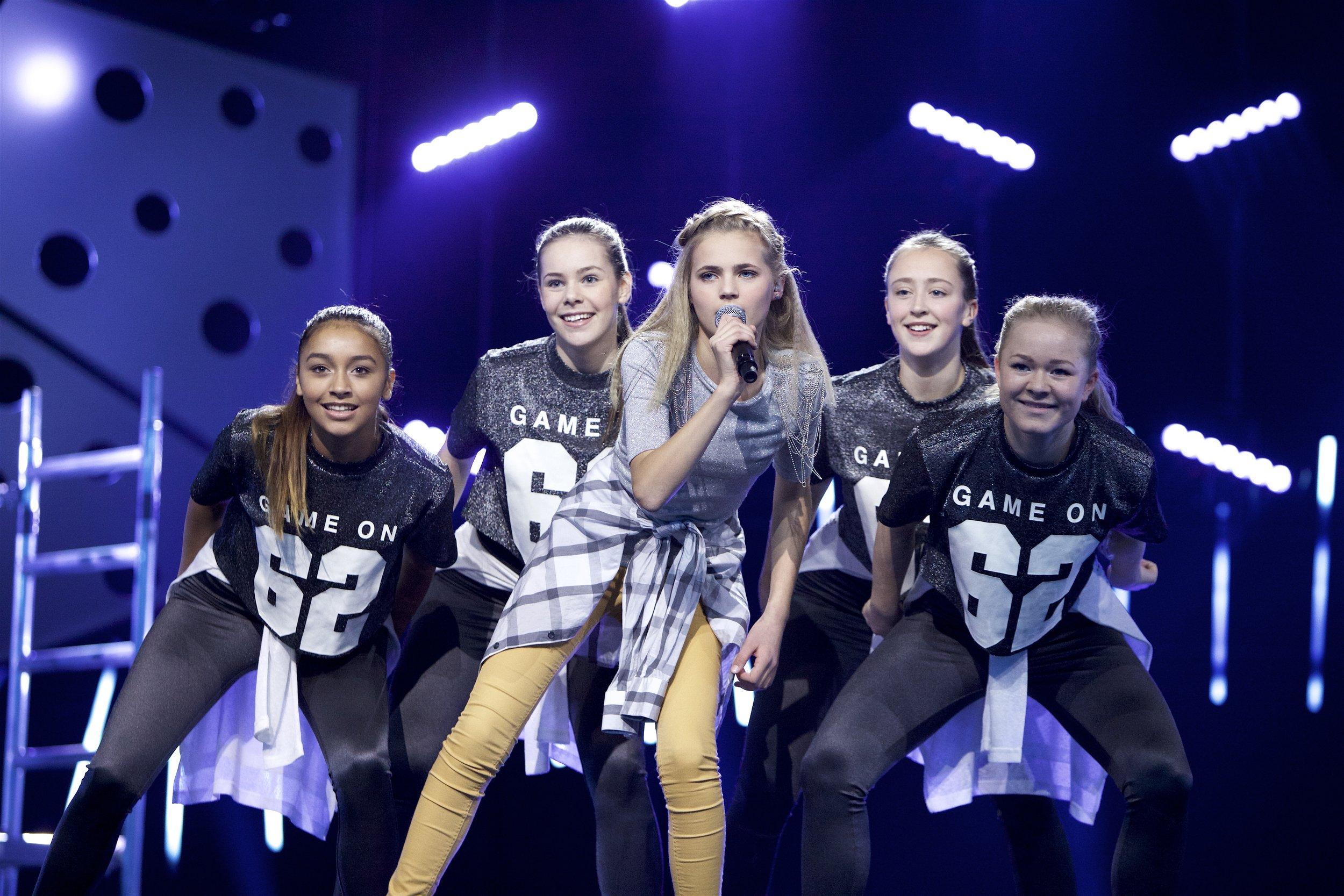 THEA FLOER KULSENG (16) - Thea fra Harstad vant MGPjr 2015 med sangen «Du Gjør Mæ Så Glad»og har gitt ut flere andre sanger også.