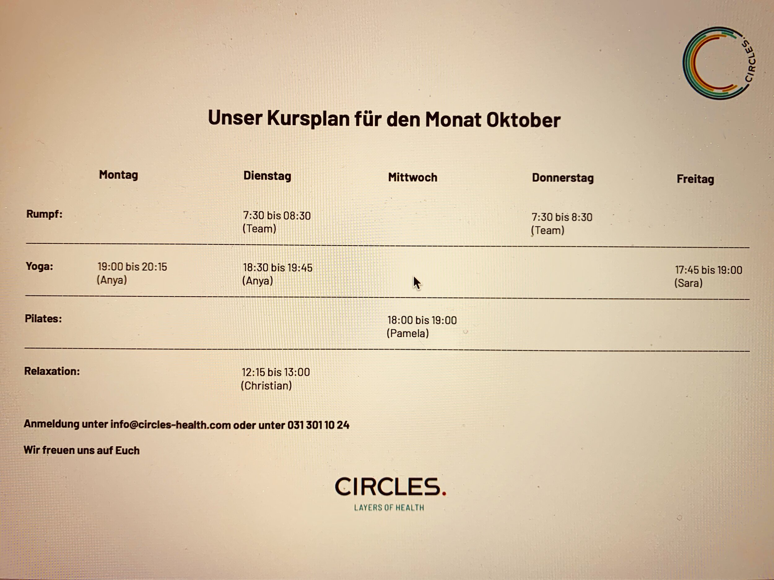 """Hier unser Kursplan für Oktober. Schaut euch auch unsere Vortragsreihe """"Circles Education"""" unter dem Button Education an."""