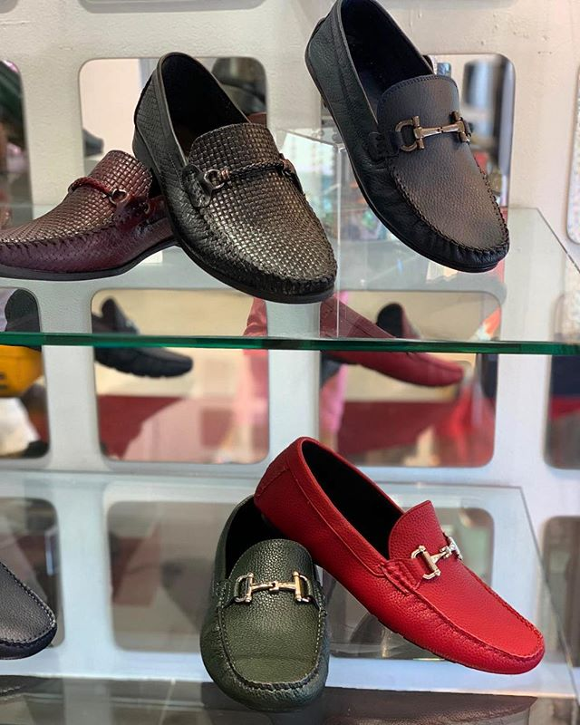 Shoes speak volumes about the wearer ☝️🍾 They are the doorway to your personality and taste.... #BeValiant #RedZebra #Trends • • • • #FashionBoutique #Miami #LinconlnRd #Vegas #LasVegas #FashionMall #Palazzo #Shopping #LuxuryShopping #Exclusive #Style #Instagood #instafashion #like #vegasshopping #miamishopping #boutiqueshopping #french #luxury