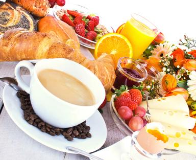 Beverfrühstück - Buchbar für Gruppen / Vereine / Betriebsausflüge ab 18 Personen.in Büffetformverschiedene Sorten Brot und Brötchen, Käse- Wurst- und Schinkenplatten. Marmelade, Rührei mit Speck. Müsli, Obst und Quark. Dazu gibt es Kaffee, Tee, Säfte, Kakao und Milch soviel Sie möchten.Preis pro Person 9,50 €