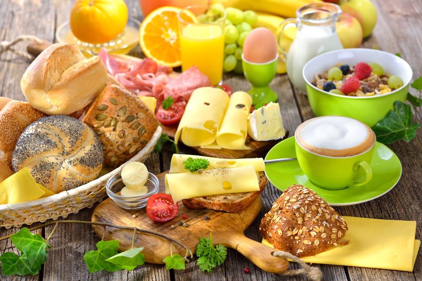 FrühstücksbüffetHaus am See - Buchbar für Gruppen / Vereine / Betriebsausflüge ab 18 Personen.Hier buchen sie den perfekten Start für Ihre GästeDas Büffet mit allem Drum und dran, dass alle Wünsche erfüllt.Brot und Brötchen, LaugeneckenKäse- ,Wurst- und Schinkenplatten. Viele Sorten Marmelade, Rührei mit Speck , gekochte Eier. Müsli/Chia Desserts, Obst, Joghurt und Quark.Tomaten- Mozarella , Räucherlachs, AvocadoDazu gibt es Kaffee, Tee, Säfte, Kakao und Milch soviel Sie möchten.Preis pro Person 13,50 €