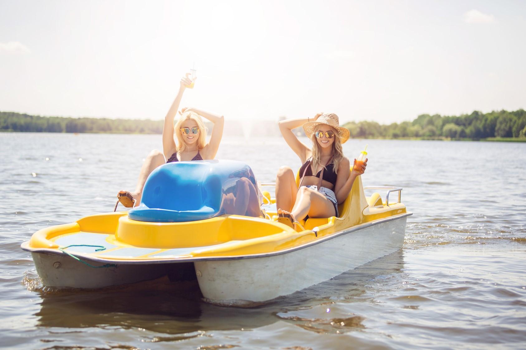 Preise Vermietung - Tretboot für 4 Personen1 Stunde 12,00 € / 1/2 Stunde 6,00 €3er Kanu1 Stunde 12,00 € / 1/2 Stunde 6,00 €2er Kanu1 Stunde 10,00 € / 1/2 Stunde 6,00€
