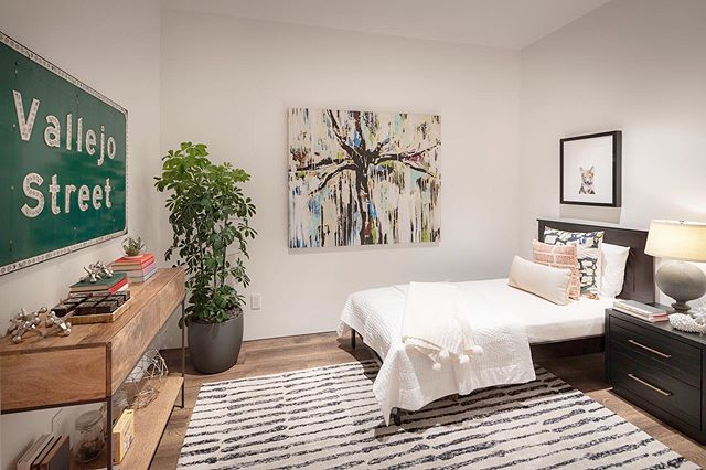 The perfect mix of contemporary & fun | #SensibleDesign and #staging by @greencouch_sf | Staging is a crucial factor in the marketing process of your #listing. It adds value, and allows a buyer to feel acquainted & connected with a home. Ask us how we can add value to your listing. #forsale $14,000,000. Link in bio!  #CompassConcierge #TeedTips