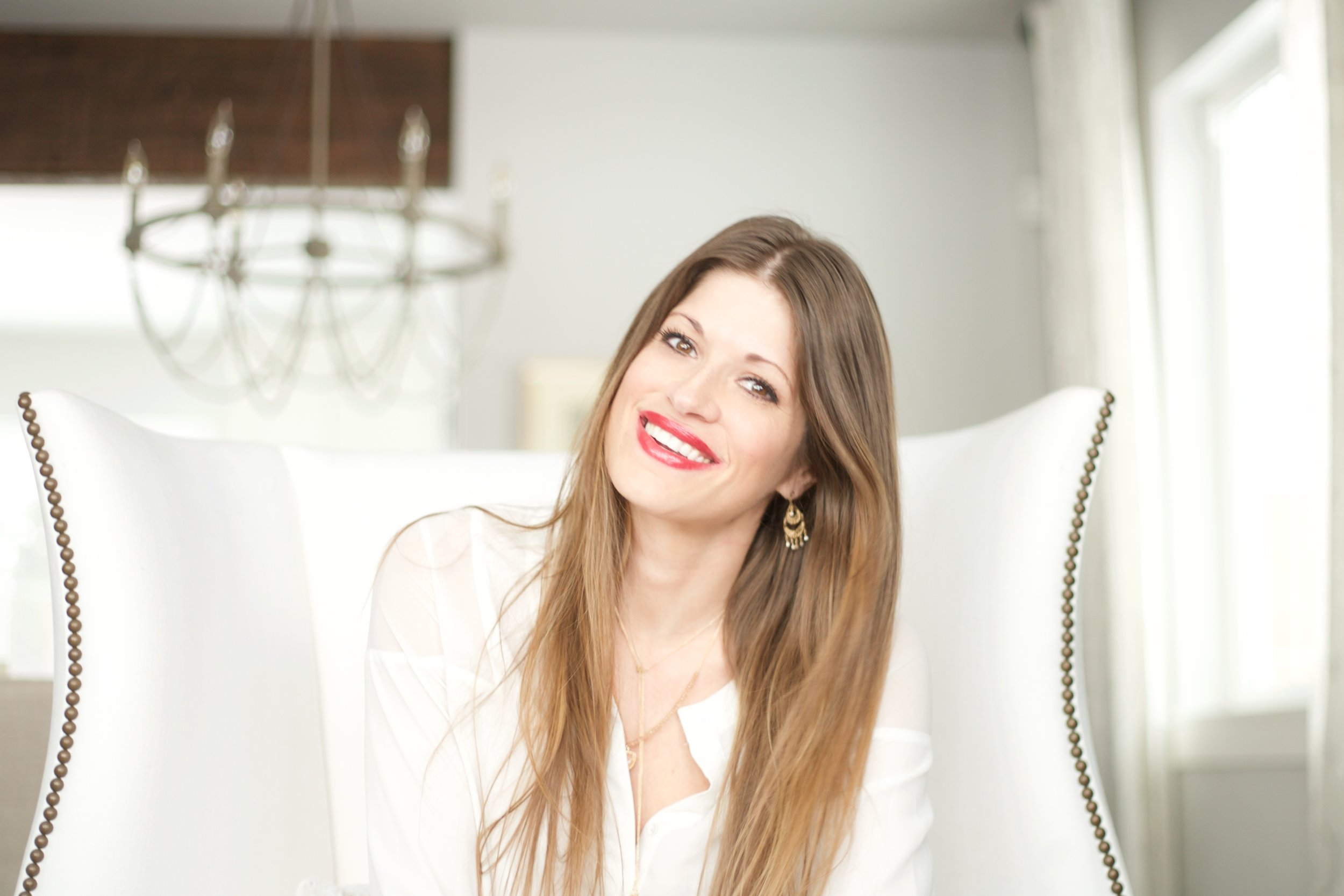 Hi, my name is Hollie - I am a photographer, beauty consultant & lover of interior design. I would love to hep make your world a little more beautiful!