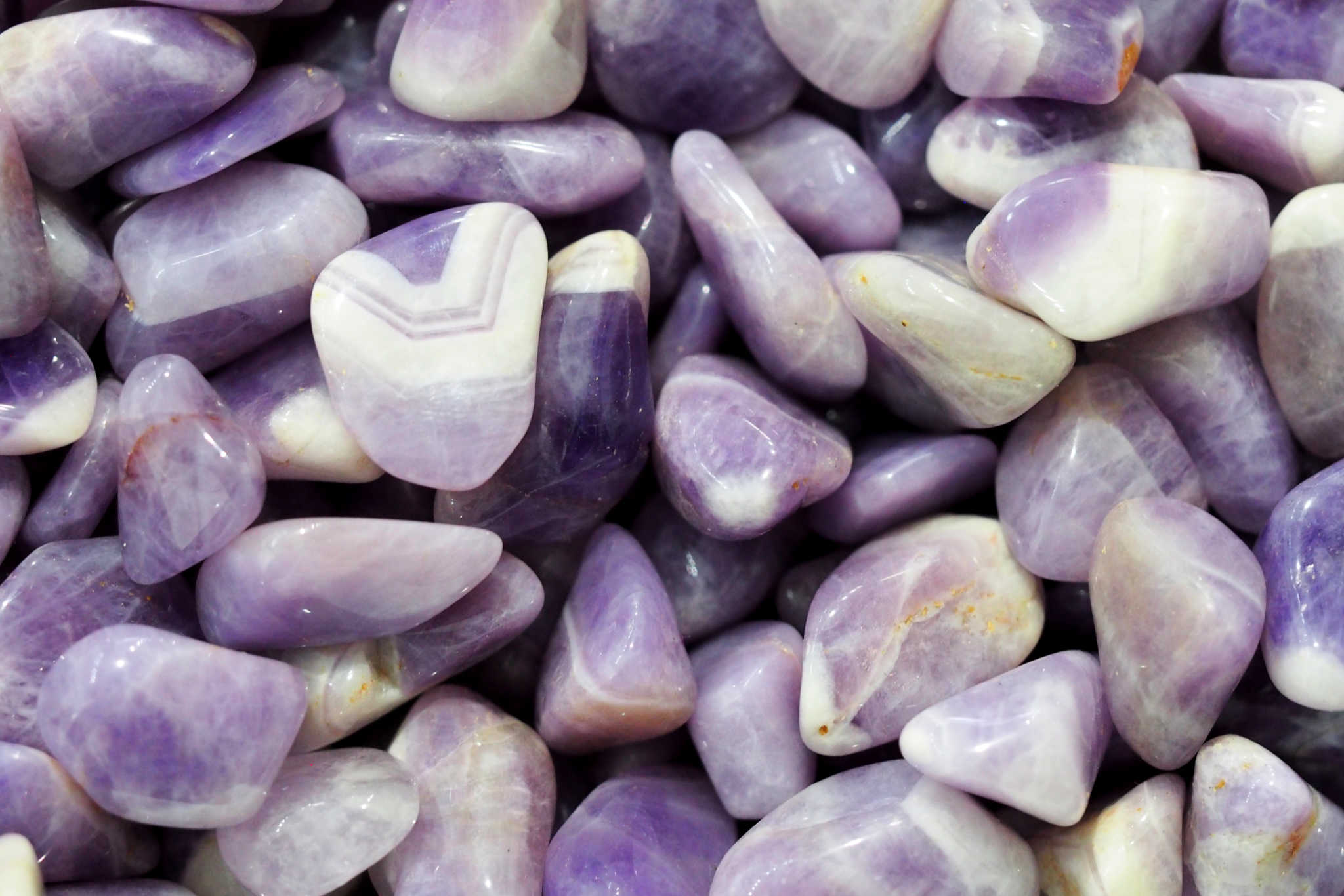LILAC AMETHYST - A beautiful light shade of amethyst resembling lilac blooms.Origin: Brazil, Uruguay, South Korea, and the USA.Properties: A stone of inner wisdom, it brings peaceful and centred awareness. Enhances psychic and mental abilities and beauty. Helps overcome addictions. Birthstone: February