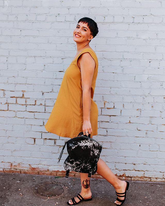 Good things are comin' babe ✌🏼🌿 • Laredo Shift Dress $46 • @covetca Bella Backpack $140