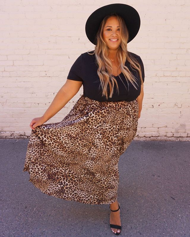 Confidence has no competition 🌿 • Rebel+ Leopard Pleated Skirt $43 • The Uniform+ Basic V Neck Tee $33.50 • @gigipip Scottie Black Hat $78