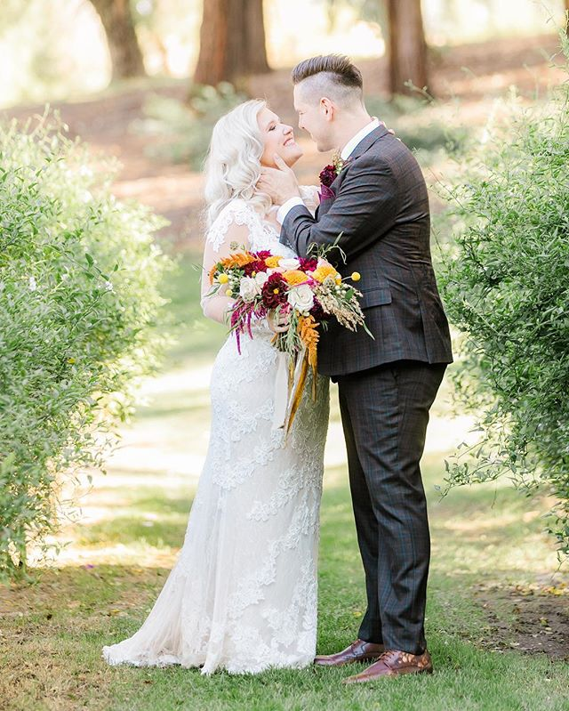 Aww love...gets me right in the feels, every time. 💗  Shot while assisting @meghanwphoto  #temeculaweddingphotographer #temeculawedding #murrietaweddingphotographer #temeculacreekinnweddings