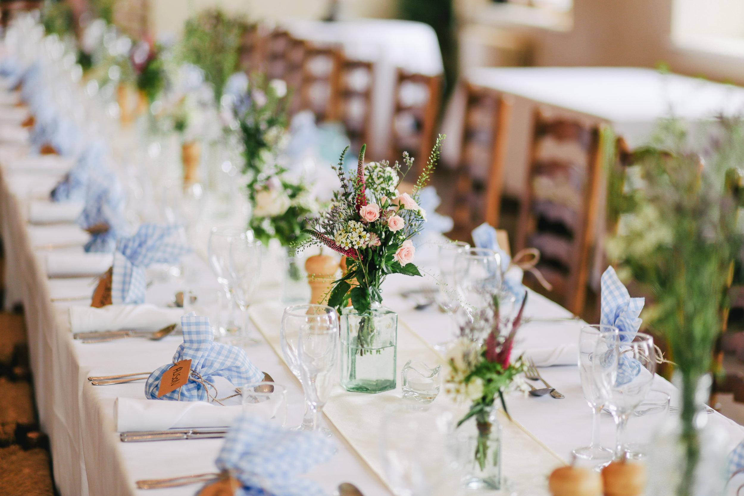 Event floral design. Table arrangements.