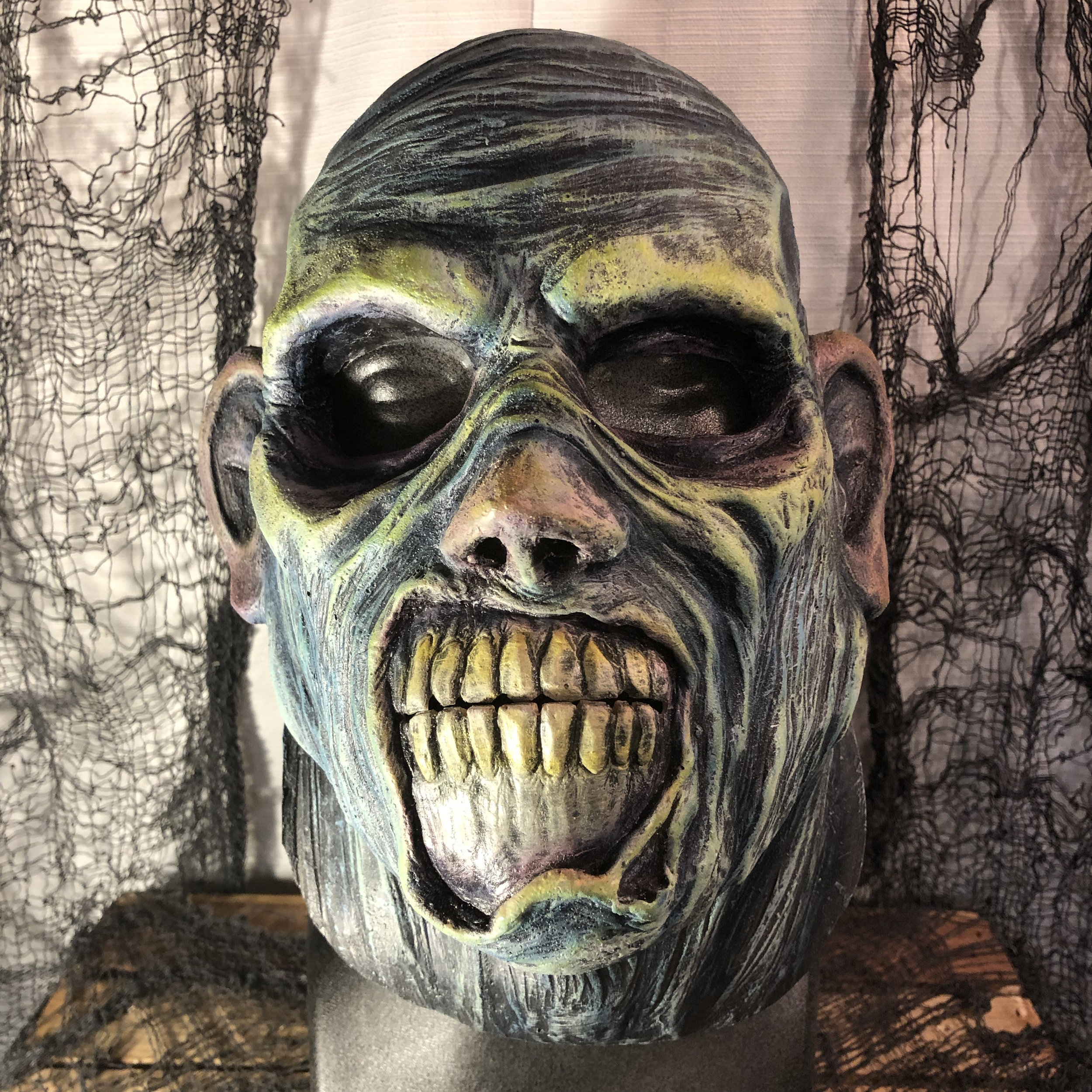 Lipless Zed    $80.00   Lipless Zed covers your face and front of your neck.  When worn with a hoodie, you will be completely disguised.  100% Natural Latex Mask