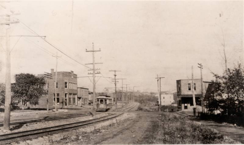 KENMORE-BLVF.-LOOKING-EAST-TOWARD-MANCHESTER-RD.-ca-1910.jpg
