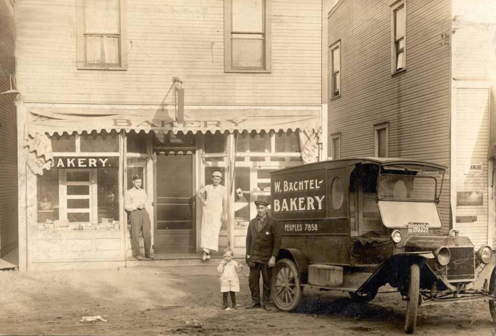 BACHTEL-BAKERY-ON-MANCHESTER-RD.-1916.jpg