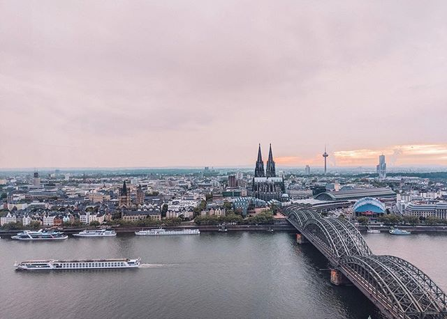 You're lookin' at a city full of beer and late nights and original German breweries. A city destroyed not once, but twice. Dom Cathedral stands tall ✊. . View from the lookout observatory at sunset like woah! . #cologne #germany #rheinriver #beer #kolsch #beer #breuhaus #travel #success #marketing #laptoplifestyle #picoftheday #travelphotography #travelblogger #blog #blogging #tbapresets