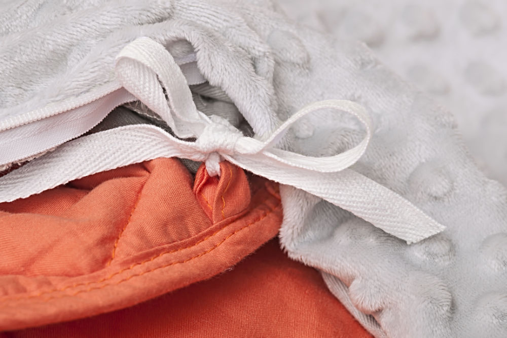 Eight long ties hold the Corala blanket in place inside the duvet, ensuring weight is always evenly distributed.