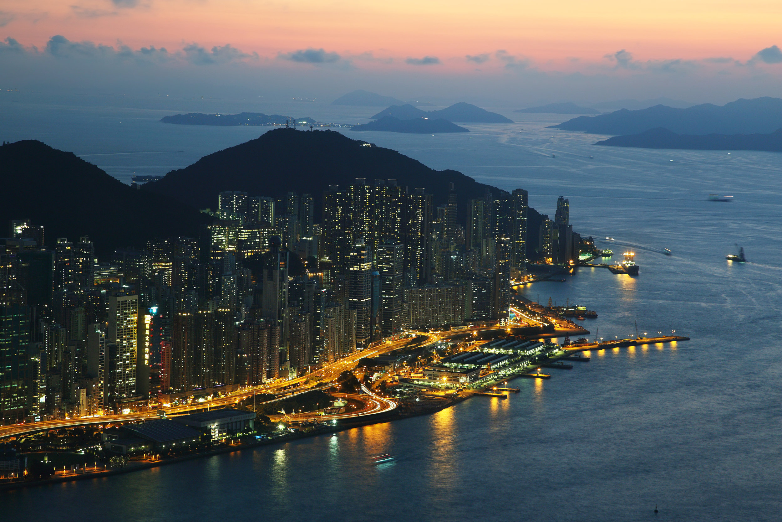 hong-kong-island-skyline-at-night-B5PH7RA.jpg
