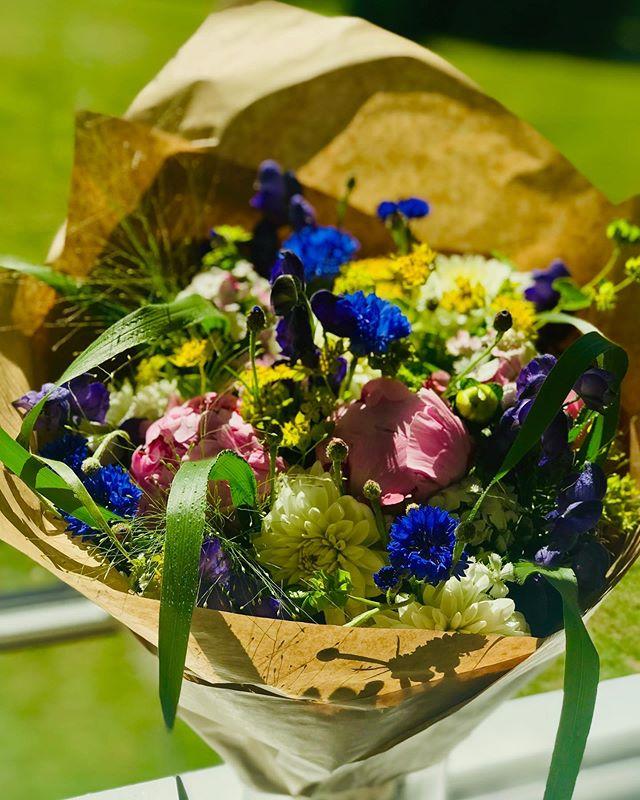 Smukke blomster fra en taknemmelig patient 💐 #tandlægerneremvig #verdensbedstejob #tandlæge #hørsholm