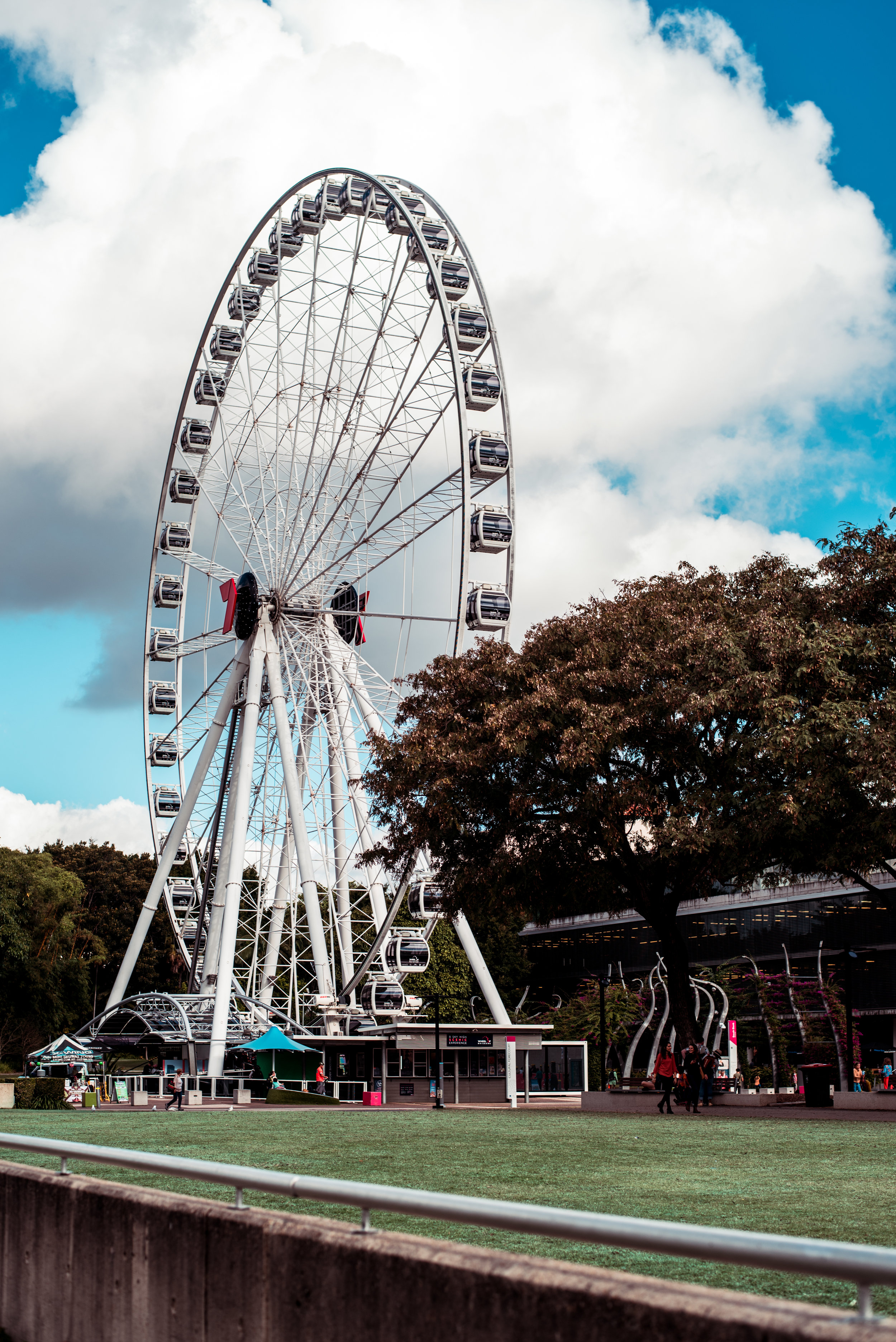 The Wheel of Brisbane - Placed in the centre of Brisbane, with a 360º panoramic view at 60 metres high. Where you even have the possibility to have dinner in the sky.From each ticket that is sold 0,5 AUD will go to the give for good foundation
