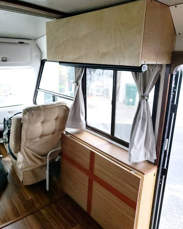 Its Humpday and we've got a NEW BLOG POST?! . That's right! Jacque felt inspired and put together a new blog in just a few days on some things you may want to keep in mind before renovating an RV. This isnt just technical tips, we include some real mindset shifts that you may want to consider. We even featured a few friends from here in Instagram in the post 🥰😍 all about sharing the love! . Back to regularly scheduled post: We have another transformation! You can swipe 👉🏼 to see the before of the passenger side of our living room. We added more storage, table space, and a curtain rail (instead of fabric in some string like it was before). . Let us know what you think of today's transformation and our new blog post (link in bio) in the comments below 👇🏼 . . . #travelblogging #rvblogging #travelblog #rvblog #tinyhouseliving #conservationists #sustainableliving #busconversion #wanderlove #tinyhouseliving  #rvdone #rvtransformation #rvrenovation #hometransformation #homerenovation #cozyonwheels