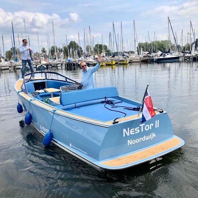 TON SUR TON Mag ik je voorstellen aan de 'NesTor II'.. wat een bijzonder exemplaar! Deze nieuwste AdmiralsTender x28 werd afgelopen zondag 4 augustus afgeleverd in #Naarden en heeft als ligplaats #Noordwijk! Wij wensen de eigenaar veel vaarplezier toe!! #admiralstender #lovemetender #tender #yachttender #sloep #sloepen #tonsurton