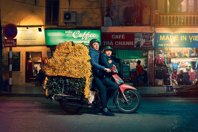 Hanoi_flower-man_rt.jpg