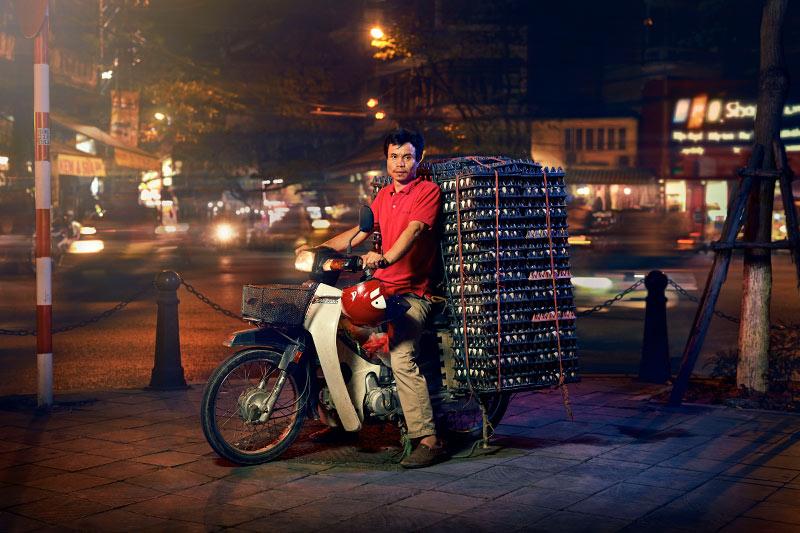 Hanoi_egg-man_rt.jpg