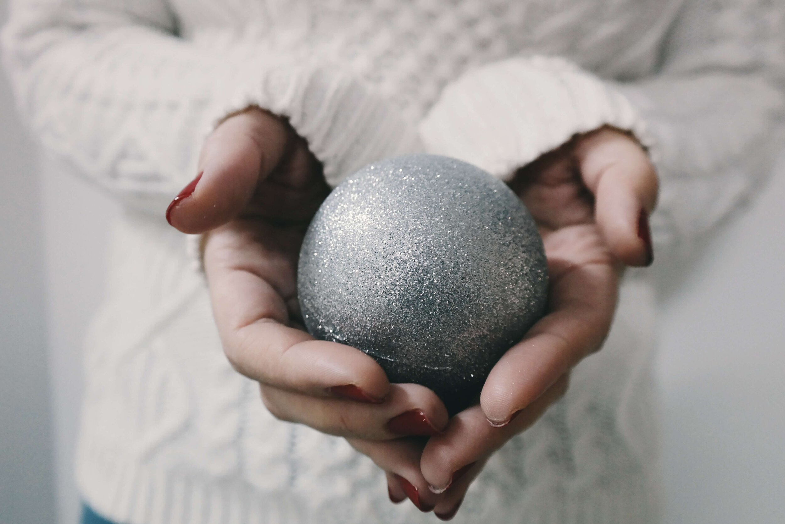 debt free holiday, debt free christmas, stress free, guilt free holiday season, debt free holiday challenge, gift ideas, christmas budget, gift budget, saving for christmas, how to save for the holidays, how do i start saving for christmas, debt free holiday tips, avoid holiday overspending