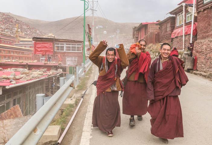 Monks in Larung Gar in 2016 (Jesse Rockwell)